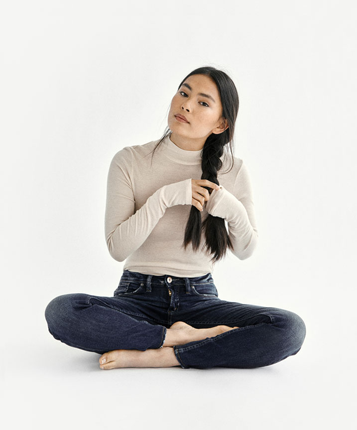 Silver Jeans Co.- Image of Lily seated wearing her perfect fit